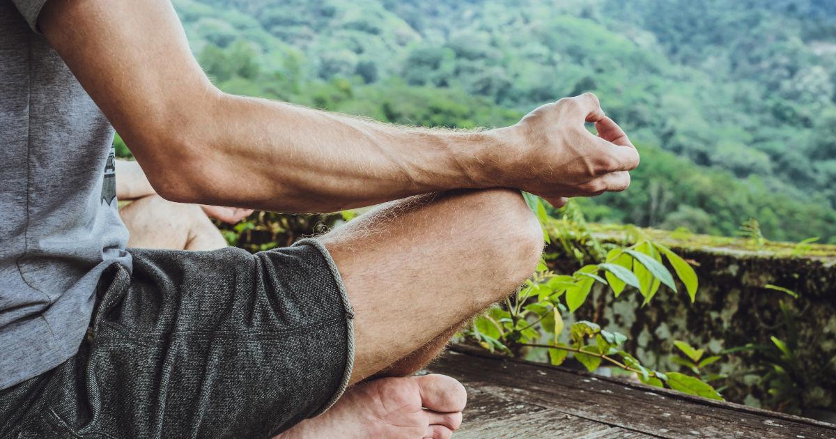 treino de meditação e estilo de vida Yoga. Treino do guerreiro